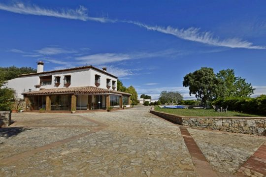 3 min Ronda –  Spectacular Country house. 5 Beds, 12 Boxes & Equestrian Facilities