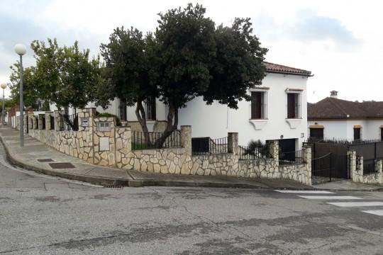 Rental – Quality Chalet, 5 Beds, 3 Baths, Pool, Garage