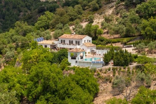 Recently Reduced! Luxury Villa, 238m2, 5 beds, 4 Baths, Pool, 44.000m2 Land