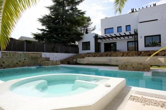 Villa 400m2, Pool, Spa, Gym. 4/5 Beds, Gardens