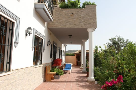 Villa 500m2, 5 Beds, 4 Baths, Garage, Orchard