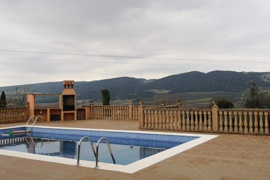 Chalet, 4 beds, 4 baths, Pool & Garage, Outstanding Views.