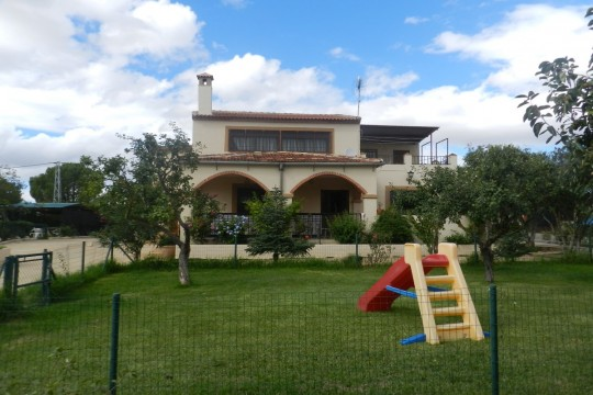 Country House 180m2, Pool, 4 Beds, 300m2 Flat Land