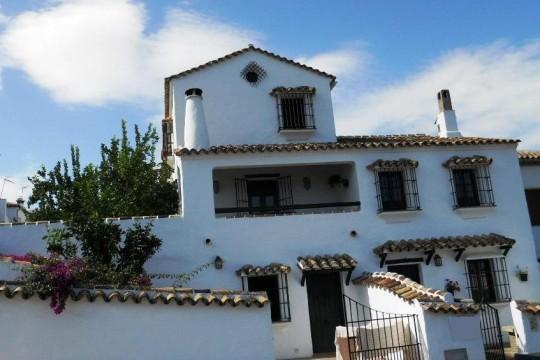 Long Term Rental. 3 Village houses, Views Lake, 1, 2, 3 Beds