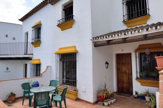 Townhouse Furnished – 2 Beds, Comm. Pool, Gardens