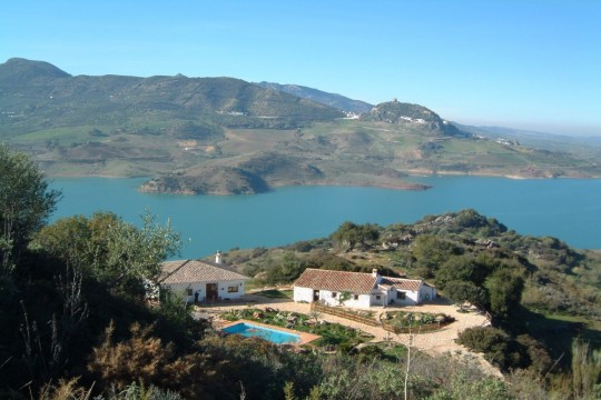 2 Country Houses, Pool, Exceptional Views to Lake