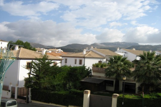 Long Term Rental – Townhouse, 3 Beds, Parking