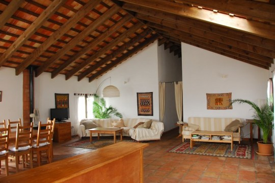 Close to Coast, Townhouse, 5 Beds, Pool & Apartment
